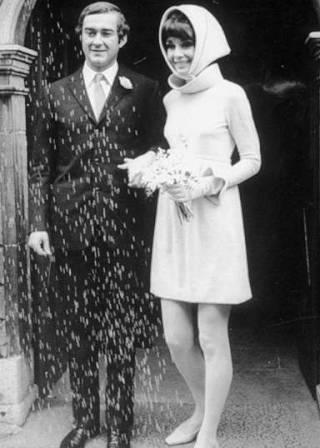 Em seu segundo casamento, com Andrea Dotti psicólogo italiano.