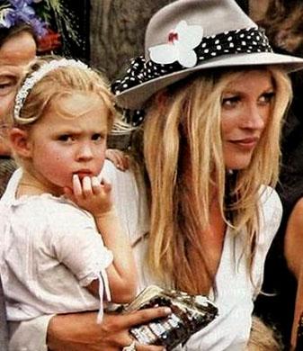 Kate Moss e Lila Grace (6 anos).